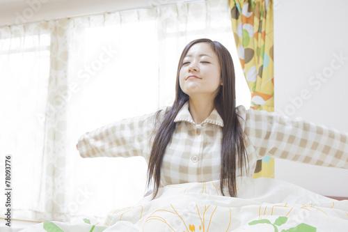 Fotografie, Obraz  朝に起床する女性