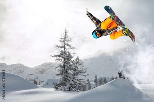 Photo  snowboarder in the fog