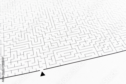 Fotografía  Labyrinth as problem solving (textured with rough paper)