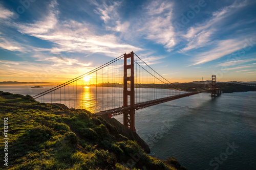 Tuinposter San Francisco Golden Gate Bridge in San Francisco sunrise