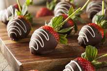 Homemade Chocolate Dipped Stra...