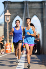 Naklejka New York runners running on Brooklyn bridge NYC