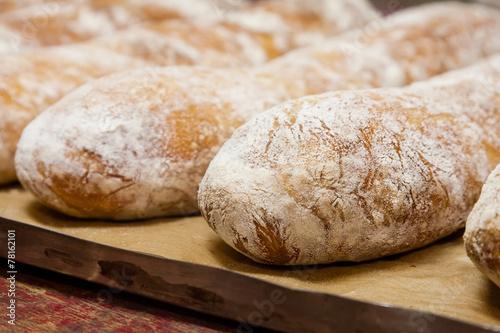In de dag Bakkerij Baguette on baking sheet. Dripping pan.