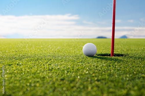 Plakat piłeczka golfowa i dziura