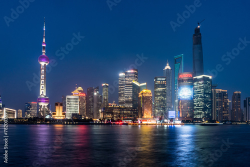 Photo Stands Shanghai Pudong landmarks at night in Shanghai, China