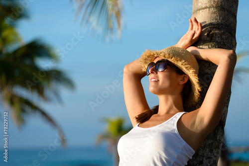 Photo  Woman relaxing on summer tropical caribbean travel