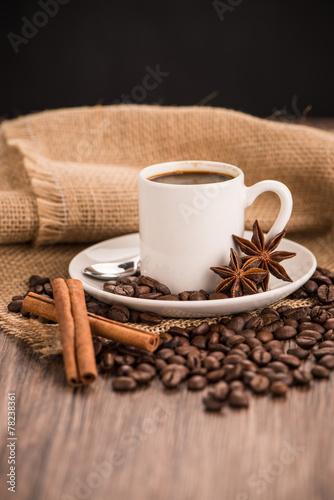 Papiers peints Café en grains Coffee cup with burlap sack