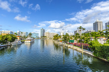 Luxury Houses At The Canal In ...