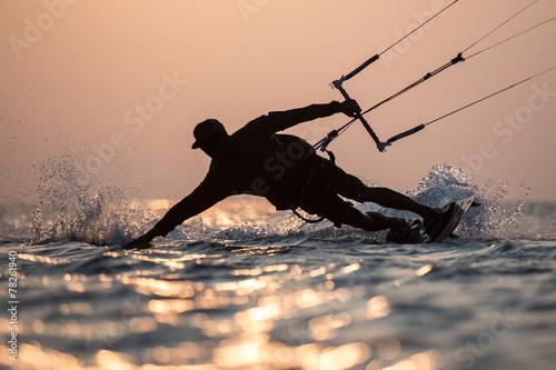 Kitesurfing #78261940