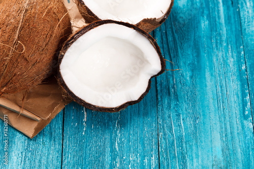obraz PCV Cracked coconut on wooden table