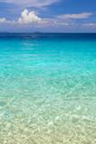 Przeźroczysta woda przy brzegu oceanu