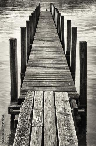 Fototapeta stare drewniane molo