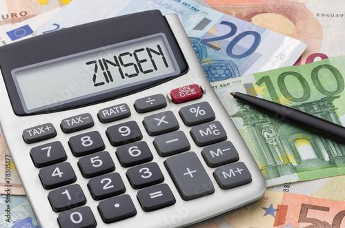 Fotografía  Taschenrechner mit Geldscheinen - Zinsen