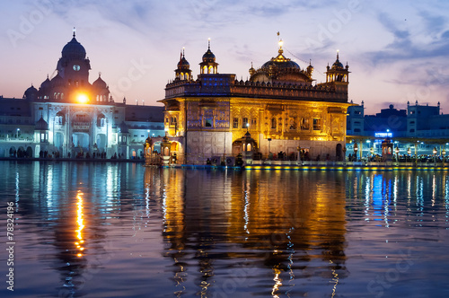 Obraz na plátně  Golden Temple in the evening. Amritsar. India