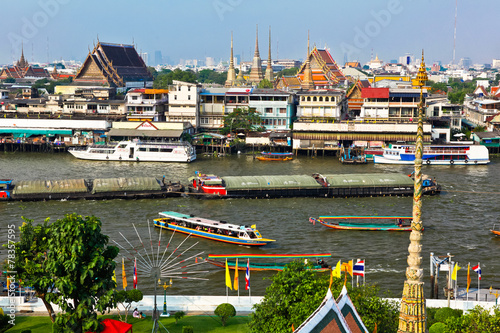Photo  View on the Chao Phraya River and the temple of Wat Pho,Bangkok