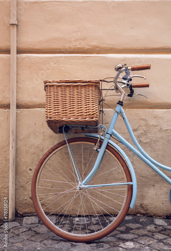 Deurstickers Fiets Blue vintage city bicycle with basket.
