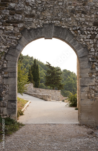 Fotografie, Obraz  Arch gate in Gigondas
