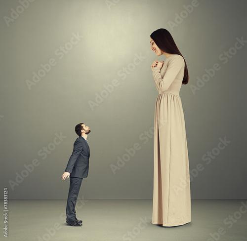 Fotografie, Obraz  alluring woman looking down at man