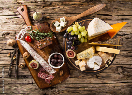 Photo  Various types of cheese