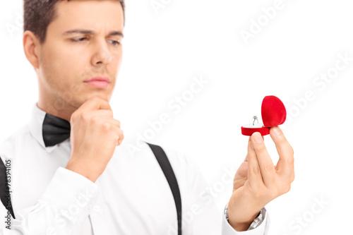 Valokuva Young man choosing an engagement ring