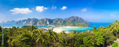 Lush tropical island: Phi-Phi Don, Thailand. Wallpaper Mural
