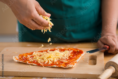 Wall Murals Pizzeria Sprinkling grated cheese