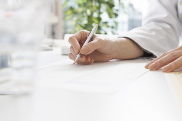 The hands of women who have a pen