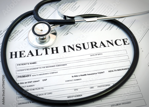 Fotografia  Health insurance form with stethoscope