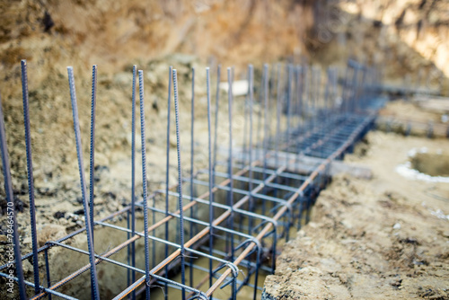 Fotografía  Foundation site of building, reinforcement steel bars and wire