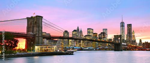 panoramiczny-widok-na-manhattan-i-brooklyn-bridge-o-zmierzchu
