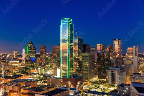 Poster Texas Dallas, Texas cityscape with blue sky at sunset