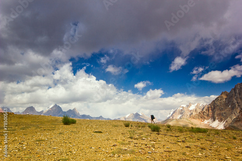 Plakat  lonely man in the mountains