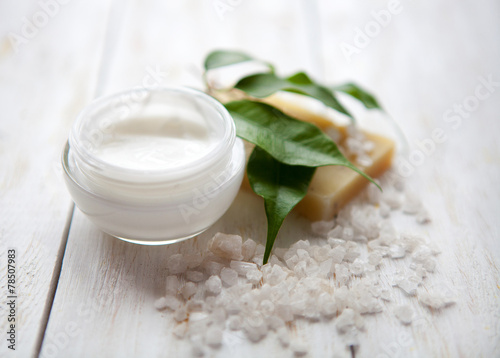 Fotografie, Obraz  Pleťový krém s mořskou solí