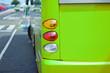 Bus an der Haltestelle - grüne Version