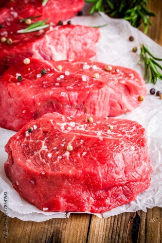 Foto op Aluminium Vlees raw steaks with rosemary, salt and pepper