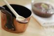Schokoladenpudding und Kupferkessel