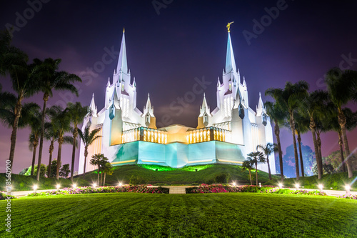 Fotografie, Obraz  The Church of Jesus Christ of Latter-Day Saints Temple at night