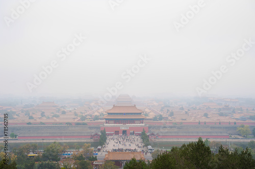 Foto op Canvas Beijing Forbidden City shrouded in pollution from Jingshan Park, Beijing