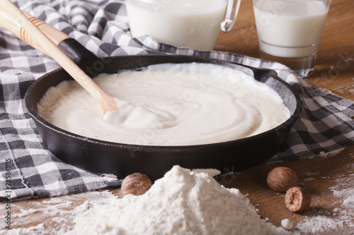 Photographie preparation of bechamel sauce in a pan, horizontal