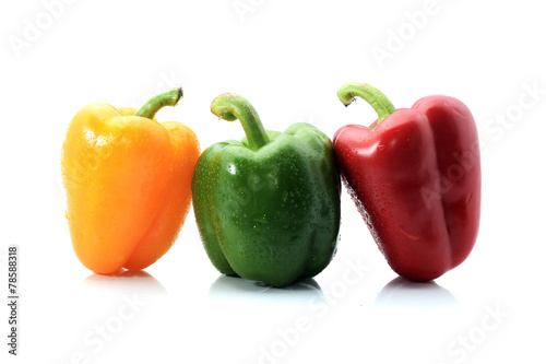Photo  capsicum/bell peppers isolated on white background