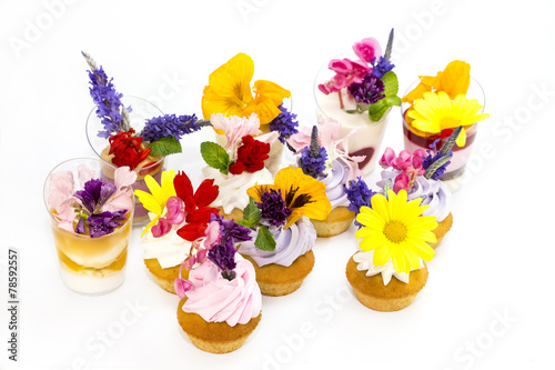 Fototapety, obrazy: canaps with edible flowers