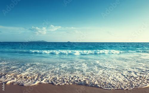 In de dag Afrika sunset on Seychelles beach