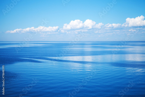 Spoed Foto op Canvas Blauw Seascape with blue water and blue sky