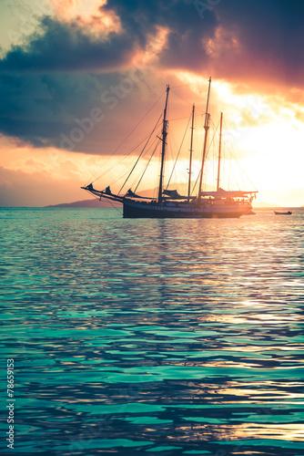 jacht-rekreacyjny-na-oceanie-indyjskim
