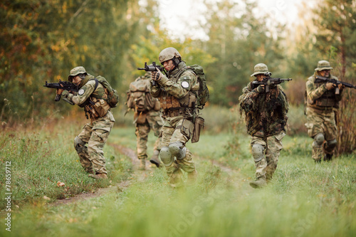 Photo group of soldiers engaged in the exploration area