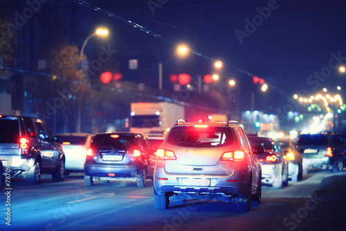Spoed Fotobehang Nacht snelweg Night road in the city of lights cars traffic jams