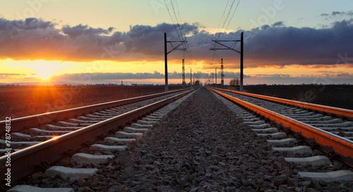 Keuken foto achterwand Spoorlijn Railroad at sunset with sun and lines