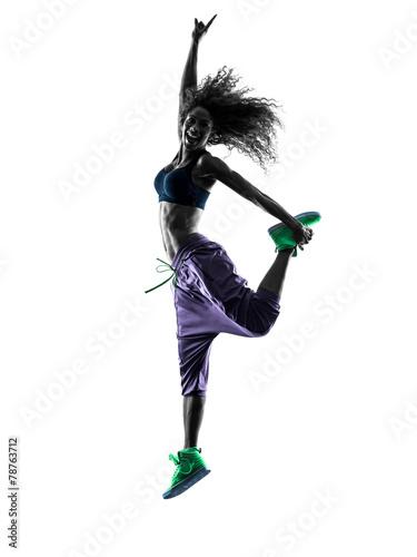 kobieta-tancerz-taniec-zumba-cwiczenia-sylwetka
