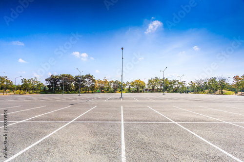 Obraz Empty parking lot - fototapety do salonu