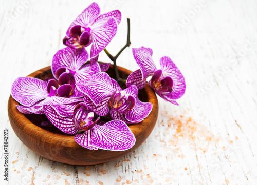Foto op Plexiglas Magnolia Bowl with orchids